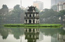 Знаменитая достопримечательность Вьетнама — Хоанкьем (озеро Возвращенного меча). Советы для путешественников